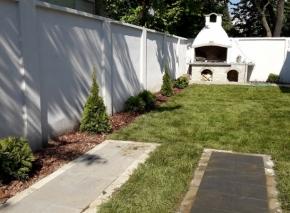 Postavljanje tepih trave i formiranje vrta